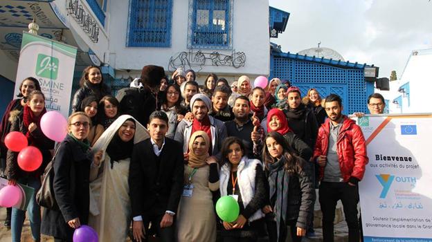 صورة جماعية للمشاركين والمنظمين للمقهى