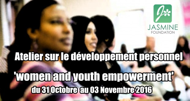 Jasmine organise un atelier sur le développement personnel
